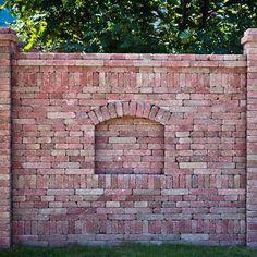 <strong>Téglakő kerítésfalazó elem </strong>x24cm sárga-piros antik és barna piros antik színben Kerítést épít? A téglakő kitűnő megoldás lenne?