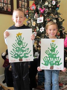 Christmas Crafts for Kids to Make - 26 DIY Easy Decorations for Children. Are you looking for some fun and easy Christmas crafts for kids to make at home or in school? Save collection of DIY decorations to make with your children! Handprint Christmas Tree, Christmas Tree Crafts, Cool Christmas Trees, Christmas Gifts, Christmas Decorations, Tree Handprint, Christmas Crafts For Preschoolers, Christmas Crafts For Kids To Make At School, Christmas Crafts For Kids To Make Toddlers