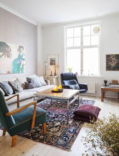 HT Collectionin sohva on Stockmannin Hulluilta päiviltä. Etualalla oleva vanha…