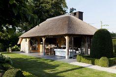 Voorbeeld uiterlijk met dikke houten balken. Cottage bijgebouw poolhouse | Bogarden