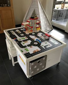 Build multifunction table yourself for children- Multifunktionstisch selber bauen für Kinder From two IKEA KALLAX shelves you could build a multifunction table for children. Just like our customer Jessica – a great idea! Etagere Kallax Ikea, Ikea Kallax Shelf, Ikea Kallax Regal, Ikea Kids, Ikea Children, Ikea Kallax Series, Ikea Lack Coffee Table, Toy Rooms, Kids Corner