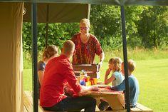 Boerin Lucie brengt een overheerlijk boeren ontbijt graag naar je tent