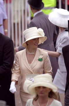 ASCOT, UNITED KINGDOM - JUNE 20, 2000: The Sophie, Countess Of Wessex, Smiling As She Walks Amongst The Crowd At Royal Ascot, Berkshire. (Photo by Tim Graham/Getty Images)