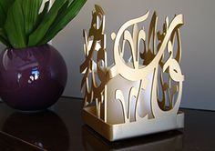 Kashida Design - 3D Arabic Calligraphy -Candleholder reading 'Al quloob anda ba'adeha', Arabic for 'hearts are together'.