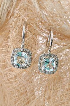 Páči sa vám dokonalý tvar štvorca natoľko, že ho chcete nosiť všade so sebou? Blízko tváre spraví najlepší prvý dojem vďaka akvamarínovo-diamantovej novinke z našej dielne – dychberúcim náušniciam Elegant. A ak máte v očku naše šperkové portfólio, určite ste postrehli, že sme vám dávnejšie predstavovali aj akvamarínový prsteň Elegant, ktorý tvorí spolu s týmito náušnicami nádherný elegantný set akého široko ďaleko niet! Presvedčiť sa o tom môžete v našej trnavskej predajni. Tešíme sa na vás! Belly Button Rings, Elegant, Earrings, Jewelry, Classy, Ear Rings, Stud Earrings, Jewlery, Jewerly