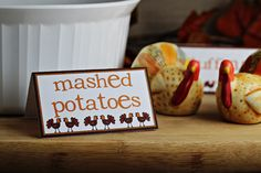 Free Printables: Thanksgiving Place Cards for Buffet Table
