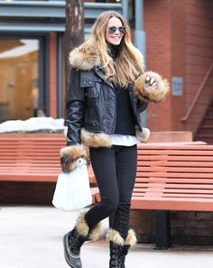 Elle McPherson in her Joan of Arctic Sorel boots. Super cute winter boots and we love the outfit too! Minus all the fur on her jacket, what do you think Holt? Cute Winter Boots, Winter Wear, Autumn Winter Fashion, Winter Style, Snow Wear, Snow Boots, Fall Winter, Snow Fashion, Love Fashion