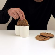 Space to dunk your biscuit doubles as a handle - what every handle should be used for?!