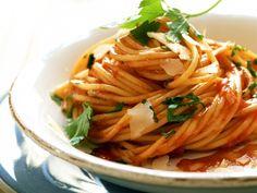 Ein Klassiker aus Italien - Spaghetti Diavolo   http://eatsmarter.de/rezepte/spaghetti-diavolo