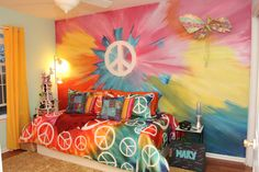 Faux Tie-Dyed Wall /Thats just cool.  www.mahwah.patch.com