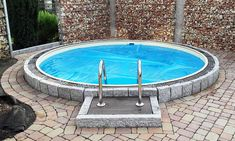 de Build your own pool! We help you! Above Ground Pool, In Ground Pools, Piscina Oval, Build Your Own Pool, Outdoor Venues, Outdoor Decor, Small Backyard Pools, Small Terrace, Terrace Garden