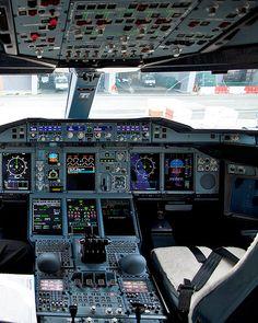 """Airbus A380-842 Cockpit Qantas VH-OQB """"Hudson Fysh"""""""