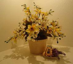 Vao em porcelana,flores permanentes,amarelo com branco,lindo para qualquer ambiente. R$ 45,99