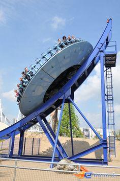 5/7 | Photo du Roller Coaster Crazy Surfer situé à Movie Park Germany (Allemagne). Plus d'information sur notre site http://www.e-coasters.com !! Tous les meilleurs Parcs d'Attractions sur un seul site web !! Découvrez également notre vidéo embarquée à cette adresse : http://youtu.be/sY0Fy6MgThA