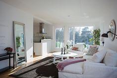 http://www.delikatissen.com/2014/04/decoracion-sencilla-para-casas-ordenada-y-limpia/