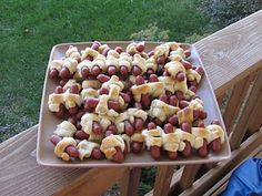 Crumbs and Chaos: Another Great Party Snack.Mini Pigs-in-a-Blanket Yummy Appetizers, Appetizer Recipes, Pillsbury Recipes, Pigs In A Blanket, Mini Pigs, Party Snacks, Party Party, Party Time, Football Food