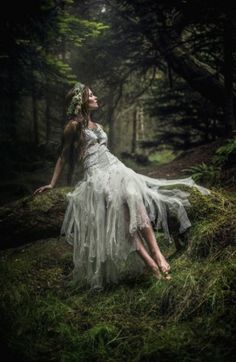 Fairy photoshoot in forest Fairy photoshoot in forest Fantasy Magic, Fantasy Forest, Forest Fairy, Fantasy Art, Dark Forest, Ideas Para Photoshoot, Fairy Photoshoot, Photoshoot Inspiration, Fantasy Photography