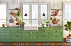 BirgittasHus: Det gröna köket.... Den gröna färgen får man genom att blanda sex delar kromoxidgrön med fyra dela it linoljefärg.