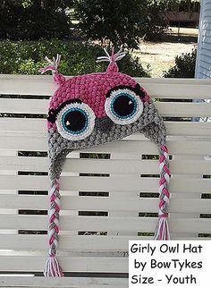 Hooty Owl Hats pattern by Briana Olsen, love the eyelashes Ah hem Natalie ;)