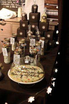 Cajas regalo, kits, y maxi cookie personalizada.