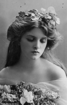 Beautiful Vintage photo - Edwardian Actress Dame Gladys Cooper (1888-1971)