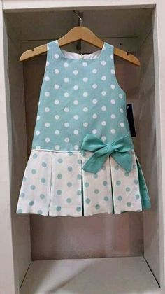 Contrasting inset pleats with piping and a single bow Baby Girl Fashion, Fashion Kids, Dress Anak, Baby Dress Patterns, Baby Dress Pattern Free, Baby Dress Tutorials, Kids Frocks, Little Girl Dresses, Girls Dresses