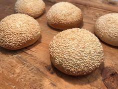 Hamburger Buns, Favorite Recipes, Bread, Desserts, Food, Baguette, Pizza, Kitty, Snacks
