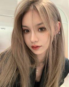 Blonde Hair Korean, Korean Long Hair, Blonde Hair Girl, Kpop Hair Color, Korean Hair Color, Girl Hair Colors, Hair Dye Colors, Ulzzang Hair, Shot Hair Styles
