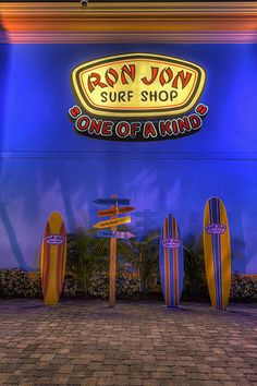 Ron Jon Surf Shop Surfboards and Signpost, Cocoa Beach, Florida Cocoa Beach Florida, Miami Beach, Beach Aesthetic, Summer Aesthetic, Aesthetic Photo, Visit Florida, Miami Florida, Ron Jon Surf Shop, Beach Color