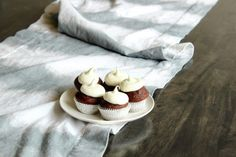 DIY Dip Dye Striped Table Runner. Chic and easy.