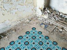 javier-de-riba-new-spray-painted-tile-floors-designboom-02