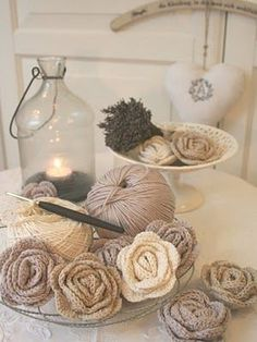 Crochet Roses Awesome crocheted flowers from an amazing German artist named Anita! - Oh, I so happy! I finally learnt how to crochet those wonderful little roses! Mode Crochet, Knit Or Crochet, Crochet Crafts, Yarn Crafts, Diy Crafts, Single Crochet, Knitted Hat, Handmade Flowers, Diy Flowers