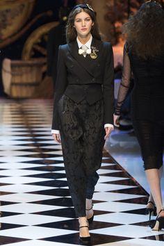 Dolce & Gabbana Fall 2016 Ready-to-Wear Fashion Show - Valery Kaufman