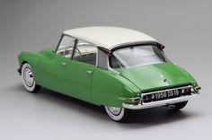 """Ebbro Citroen DS 1955 """"Salon de Paris"""" 1/24 - Automotive Forums .com Car Chat"""
