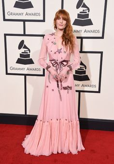 Florence Welch en robe Gucci rose aux Grammy Awards 2016