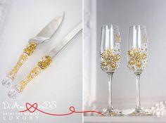 Gold wedding toasting glasses and cake serving от DiAmoreDSLUXURY