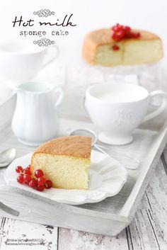 La tana del coniglio: Hot milk sponge cake-Recipe in Italian with Translator