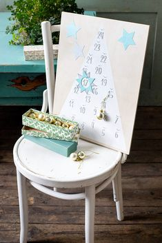 Numerot joulukalenteriin Christmas Crafts, Chair, Furniture, Home Decor, Decoration Home, Room Decor, Home Furnishings, Stool, Home Interior Design