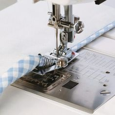 The CraftsCapitol™ Premium Binder Sewing Foot is made to fit any Low Shank Sewing Tools, Sewing Hacks, Sewing Tutorials, Sewing Ideas, Sewing Crafts, Embroidery For Beginners, Sewing Projects For Beginners, Utila, Leftover Fabric