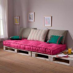 Choosing a beautiful mattress for banquette - deco ideas in 45 photos - Archzine. Diy Pallet Sofa, Diy Pallet Furniture, Home Decor Furniture, Diy Home Decor, Furniture Design, Furniture Buyers, Banquette Palette, Palette Bench, Pallette Furniture