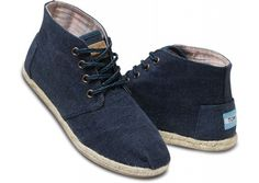 i LOVE these toms. Navy Wisett Women's Desert Botas hero