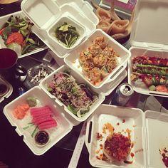 #sushi #tataki #rolls #salads #seaweed #sashimi #tunatower #tuesdays #movies #sextape #greenapplevodka #girlsnight @soniaadrianova by phoenix13