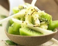 Recette de gratin de kiwis, poires et copeaux de chocolat blanc : http://www.cuisineaz.com/recettes/gratin-de-kiwis-poires-et-copeaux-de-chocolat-blanc-49524.aspx