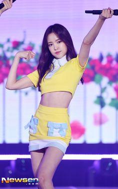다음연예 Kpop Girl Groups, Kpop Girls, Korean Girl Groups, Sexy Asian Girls, Beautiful Asian Girls, Snsd, Kpop Girl Bands, Apink Naeun