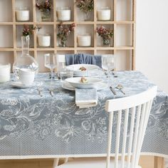 tablecloth with print in blue a table pinterest blau. Black Bedroom Furniture Sets. Home Design Ideas