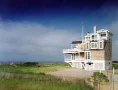 On The Beach - Burgin Lambert Architects Cottages By The Sea, Beach Cottages, Beach Houses, New Interior Design, Traditional Exterior, Us Beaches, Coastal Homes, House Tours, Luxury Homes