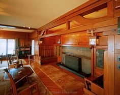 An inglenook fireplace in the living room of Gamble House, a residential American home built in 1908 by renown twentieth century architects the Greene brothers in Pasadena, California. American Craftsman, Craftsman Style, Craftsman Homes, Craftsman Fireplace, Craftsman Interior, Gamble House, Mission Furniture, Art And Craft Design, Design Crafts