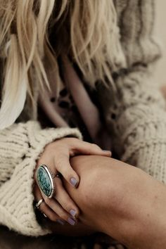 Oh, I like this: cozy sand wool knitted sweater, lilac nails, huge green stone & silver ring. How comfy!