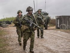 Exercise MAPLE RESOLVE Canadians and allies train for complexities of modern conflict - Canadian Military News Military News, Military Personnel, Military Army, Us Army, Force Pictures, Army Reserve, Canadian Army, Military Pictures, French Army