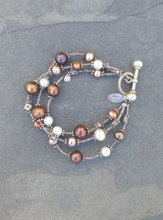 One of my favorite designs, I make it with all white pearls too!